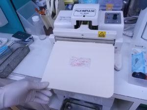 DSCN1599 300x225 - すべての器具を滅菌するには力のいらない卓上シーラーが要ります
